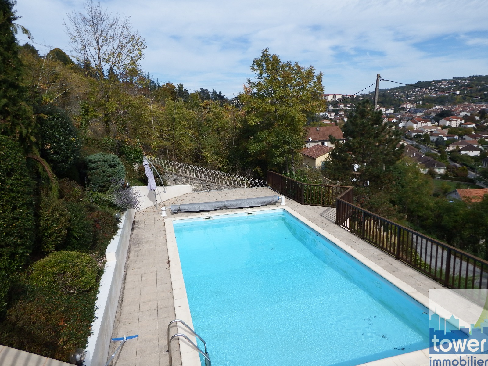 Vente maison vendre villefranche de rouergue aveyron for Aquilus piscine villefranche de rouergue